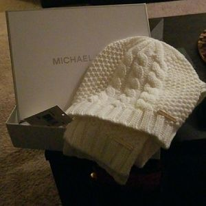 NWT Michael Kors white knit hat and scarf set